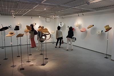 石田欧子 帽子展 「LE COUP DU CHAPEAU−パリの後で」開催中です!_f0171840_1464871.jpg