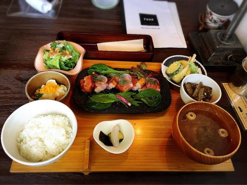 食堂カフェ  いちしな_e0292546_05384745.jpg