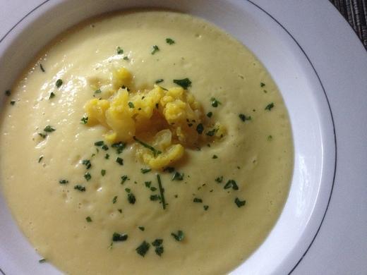 黄色いカリフラワーのスープ_a0136671_4182686.jpg