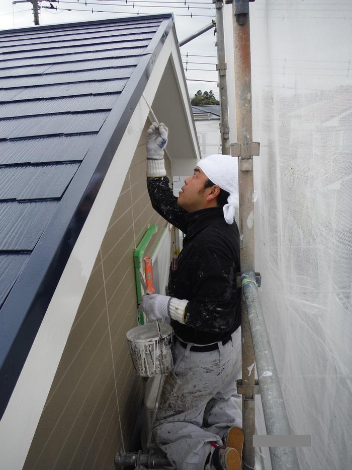 入居前リフォーム ~ 塗装工事から開始です。_d0165368_4352468.jpg