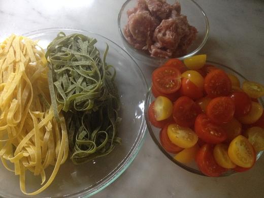 黄&赤トマトのカラフルパスタ_a0136671_0343593.jpg