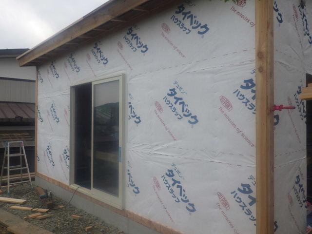 作業小屋新築  進行中。_f0105112_4133882.jpg