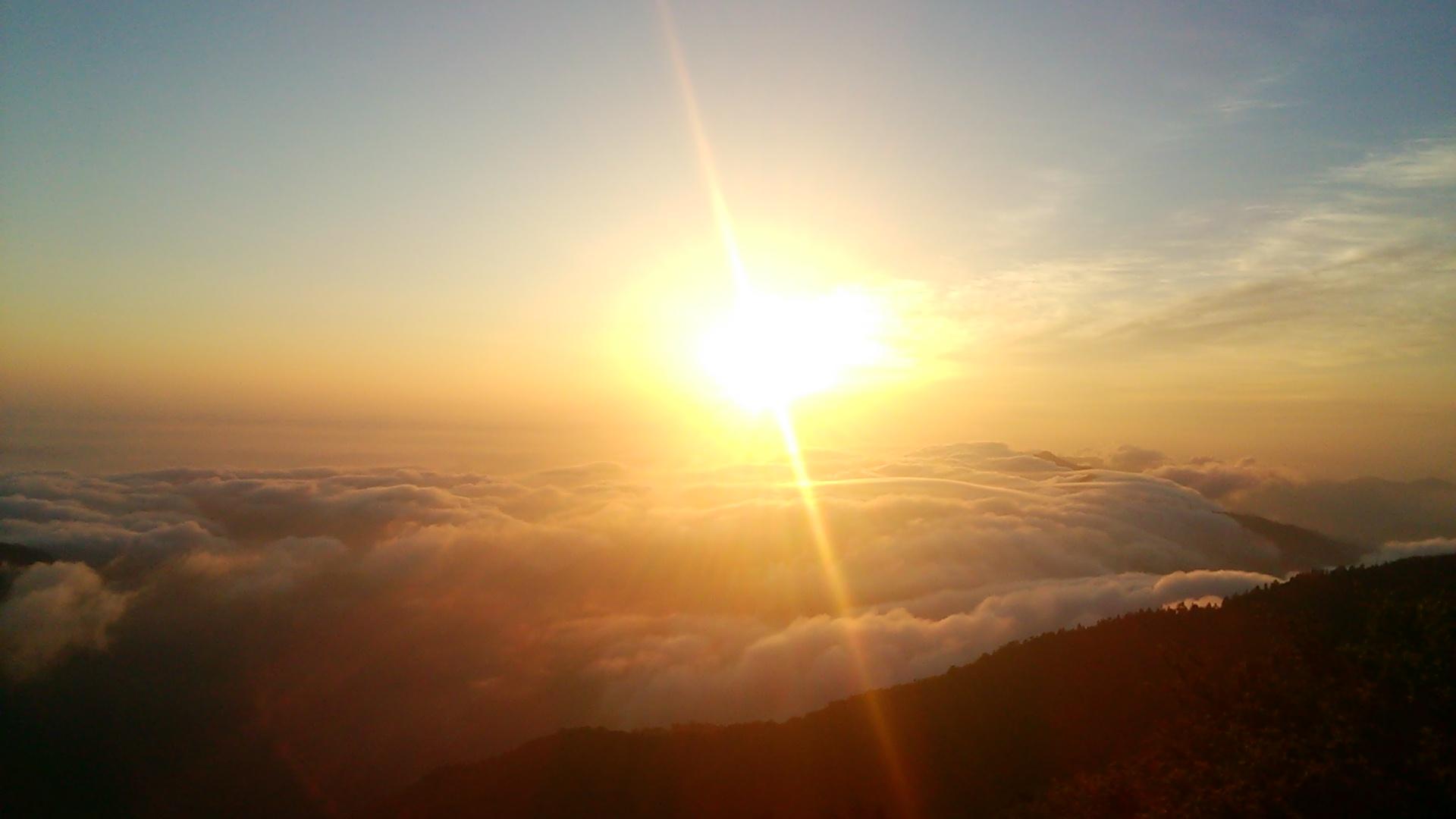 6月10日 快晴。朝の気温9℃。このところ雲海が多発中!!_c0089831_5292914.jpg