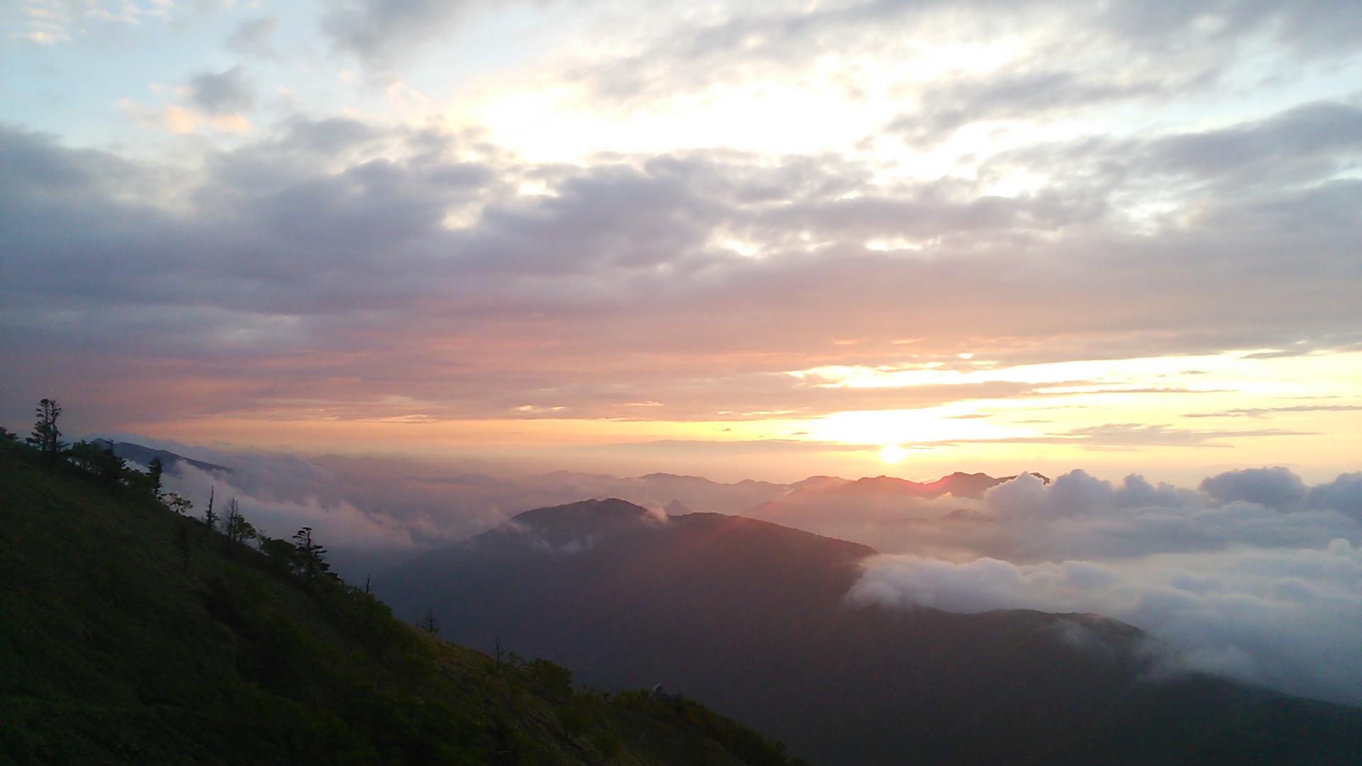 6月10日 快晴。朝の気温9℃。このところ雲海が多発中!!_c0089831_5323318.jpg