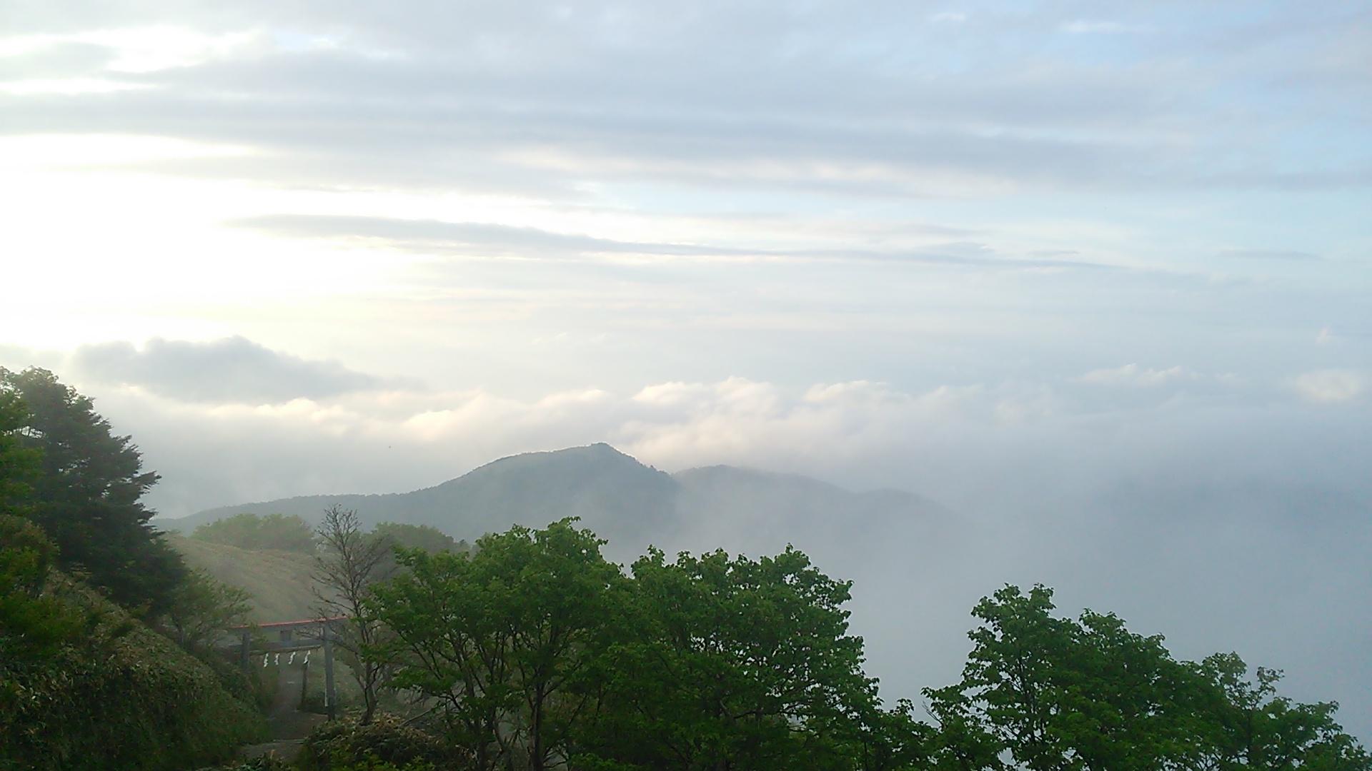 6月10日 快晴。朝の気温9℃。このところ雲海が多発中!!_c0089831_5325998.jpg