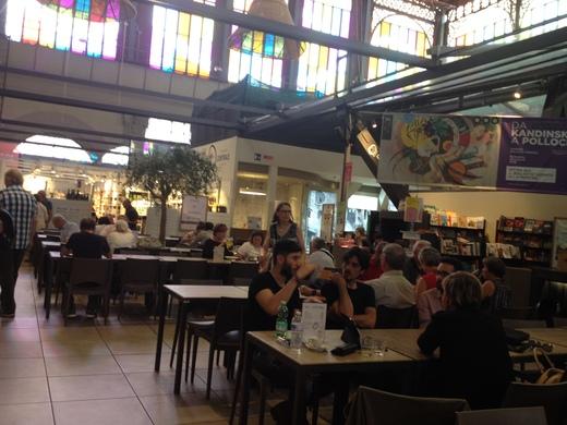 中央市場一階フードコートのレストランブース_a0136671_058534.jpg