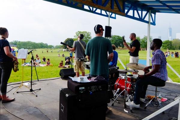 初夏の季節にいい感じのNYのバンド、The Melting Pot_b0007805_8253737.jpg