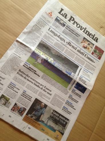 押入の壁に新聞を貼りました。_f0348078_08393039.jpg
