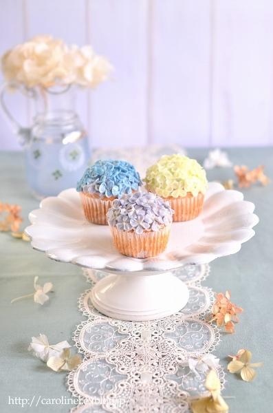 Lauraの紫陽花カップケーキ、そして庭の紫陽花 Laura\'s Homemade Hydrangea Cupcakes_d0025294_13155871.jpg