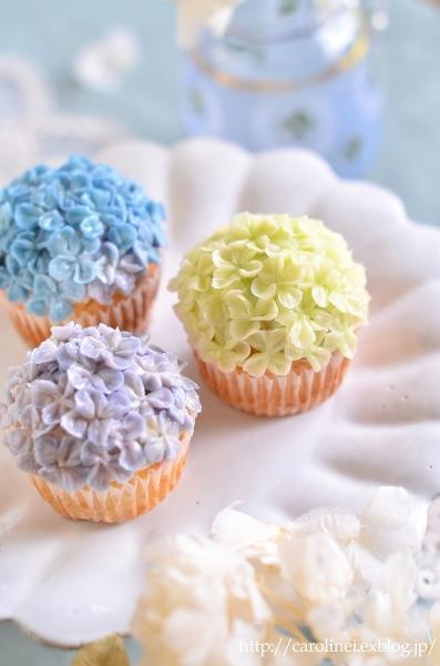 Lauraの紫陽花カップケーキ、そして庭の紫陽花 Laura\'s Homemade Hydrangea Cupcakes_d0025294_13162288.jpg
