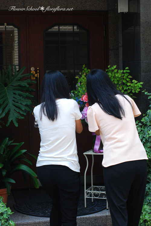 6月生徒さん作品「芍薬とバラの花」スライドショーとほのぼの作品撮影風景 東京目黒不動前フラワースタジオフローラフローラ ちいさな花の教室_a0115684_10503711.jpg