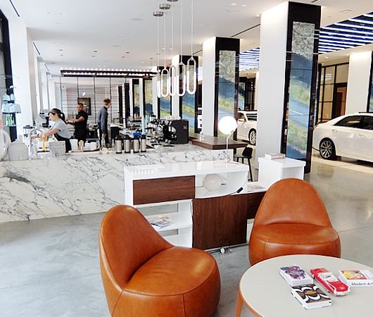 アートやファッションも集うNYの新たなクリエイティブ空間、「キャデラックハウス」(Cadillac House)_b0007805_1183766.jpg