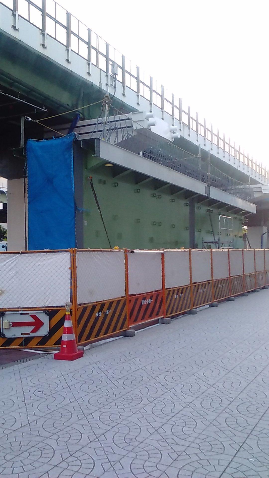 16号大阪港線 阿波座拡幅工事で鋼桁が現場に到着_c0340867_22592994.jpg