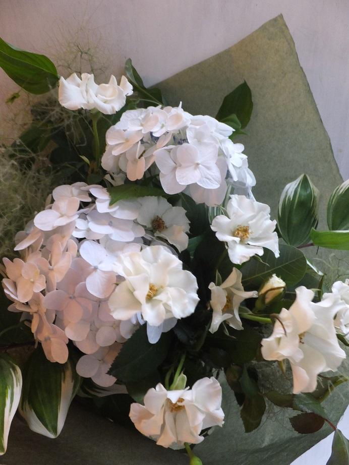 オークリーフ(紫陽花とバラの花束)_f0049672_1813112.jpg