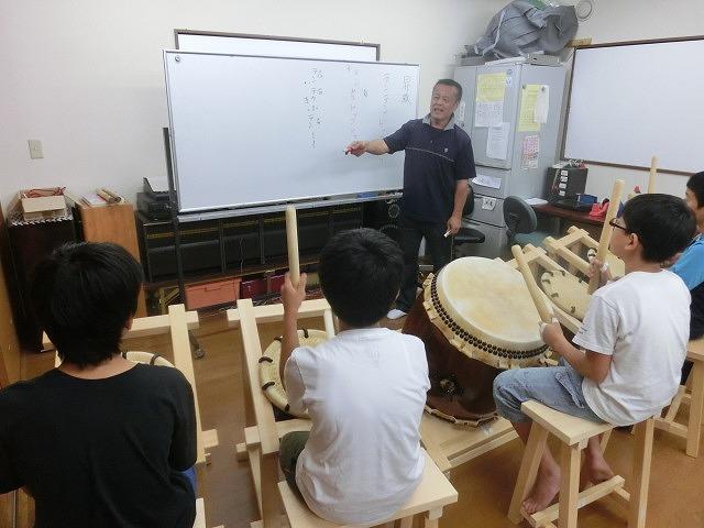 7月の天王祭に向けて始まった駿河台三丁目の太鼓の練習_f0141310_7154249.jpg