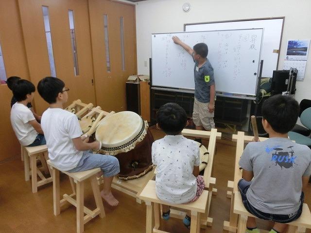 7月の天王祭に向けて始まった駿河台三丁目の太鼓の練習_f0141310_716253.jpg