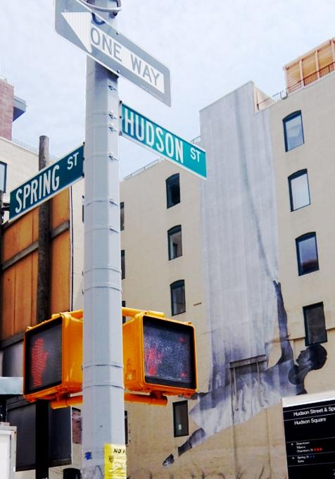 ハドソン・スクエアのビル外壁に描かれた巨大なバレリーナ壁画_b0007805_335115.jpg