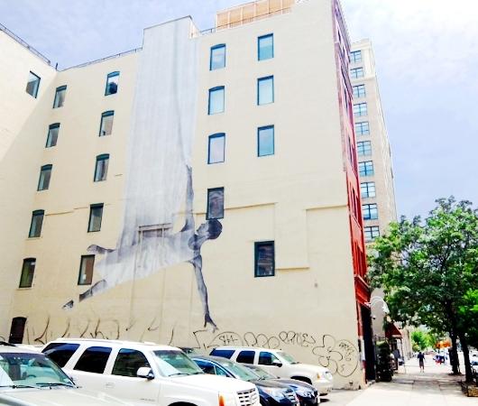 ハドソン・スクエアのビル外壁に描かれた巨大なバレリーナ壁画_b0007805_3363681.jpg