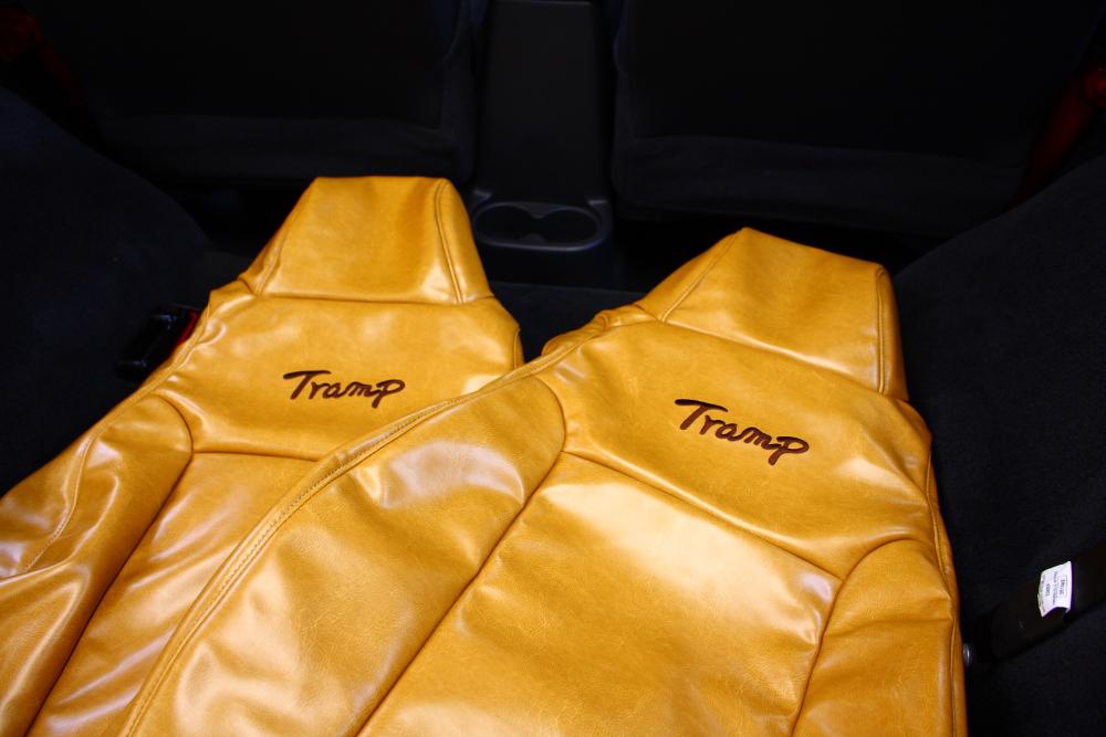 trampオリジナルシートカバー取り付け_f0105425_18485024.jpg