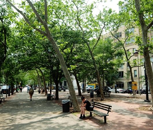 ニューヨークの都市再開発は公園から・・・、ハドソン・スクエアの例_b0007805_2103431.jpg