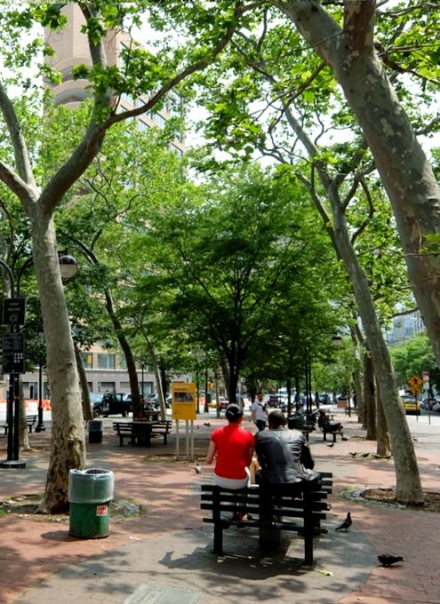 ニューヨークの都市再開発は公園から・・・、ハドソン・スクエアの例_b0007805_2114355.jpg