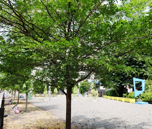 ニューヨークの都市再開発は公園から・・・、ハドソン・スクエアの例_b0007805_213347.jpg