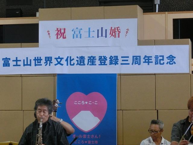 富士山世界文化遺産登録決定3周年 「かがやけ富士山」!_f0141310_7131075.jpg