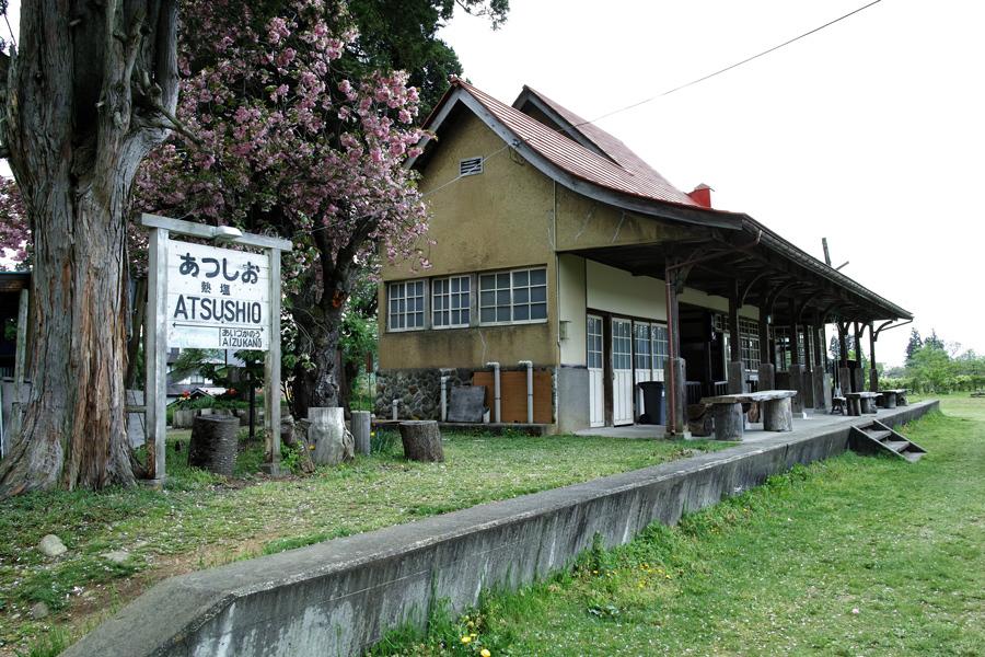喜多方市を歩く③熱塩駅に残る旧車両_c0223825_08031024.jpg