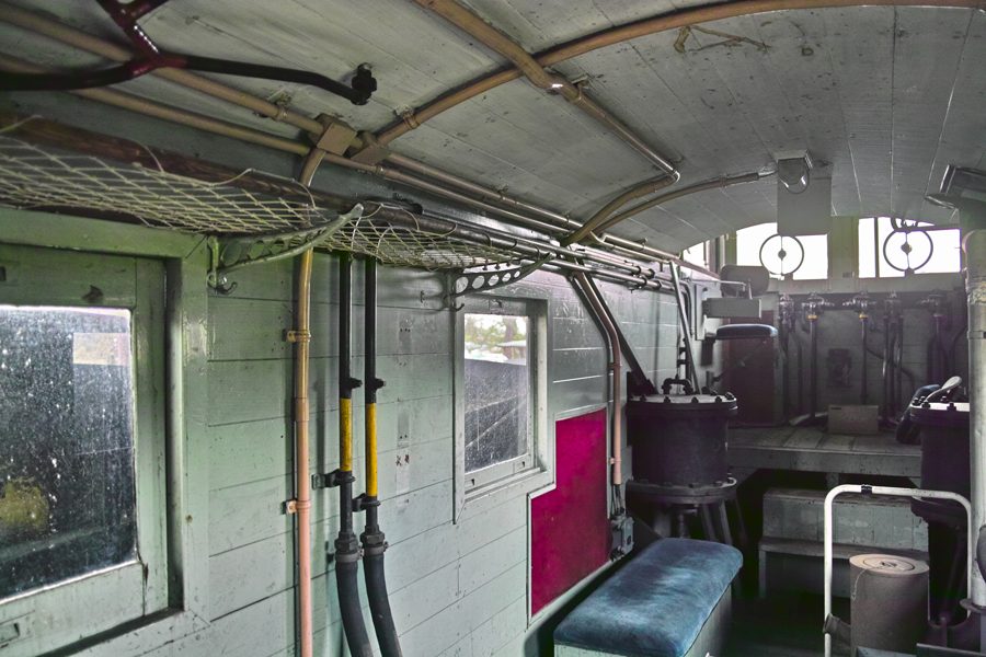 喜多方市を歩く③熱塩駅に残る旧車両_c0223825_08411815.jpg