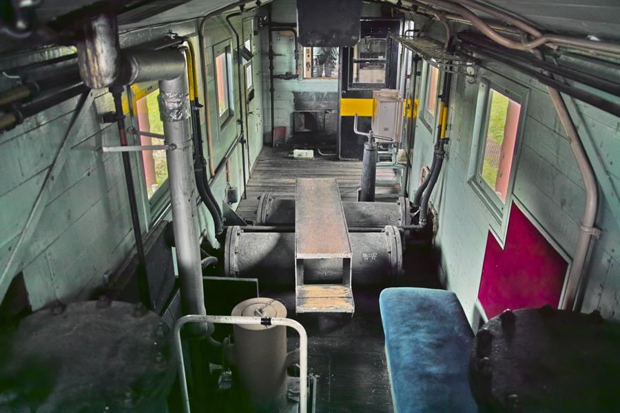 喜多方市を歩く③熱塩駅に残る旧車両_c0223825_08484842.jpg