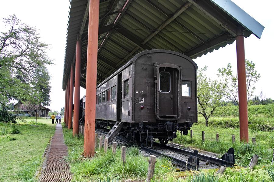 喜多方市を歩く③熱塩駅に残る旧車両_c0223825_10081268.jpg