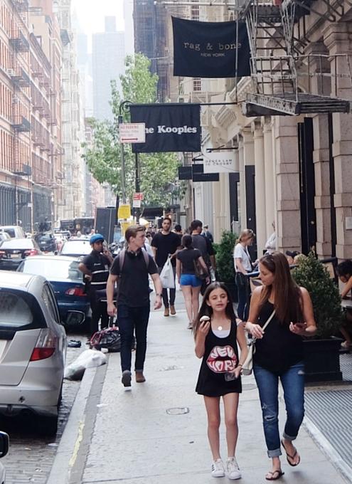 初夏のニューヨーク、のんびりとSOHOのお散歩風景_b0007805_1221187.jpg