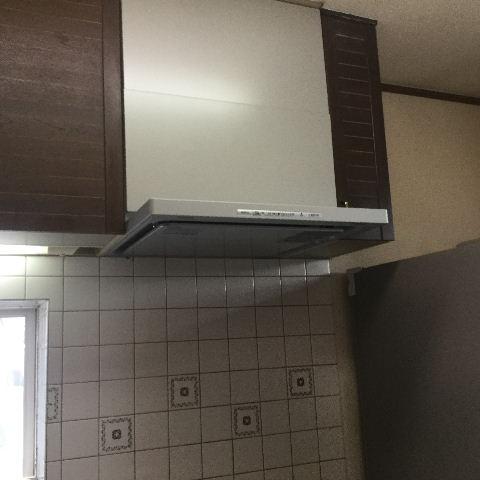 システムキッチン・解体と換気扇設置_f0031037_1935933.jpg