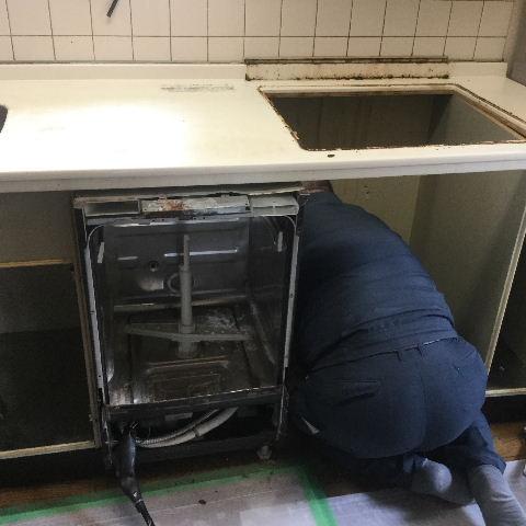システムキッチン・解体と換気扇設置_f0031037_1941869.jpg