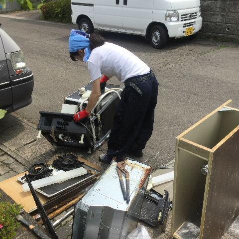 システムキッチン・解体と換気扇設置_f0031037_1942683.jpg
