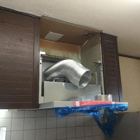 システムキッチン・解体と換気扇設置_f0031037_1954979.jpg