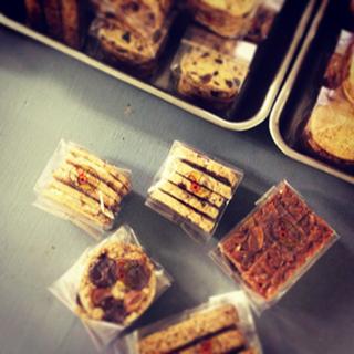 お菓子屋うえだとWOLDのお菓子販売_e0199564_14323441.jpg