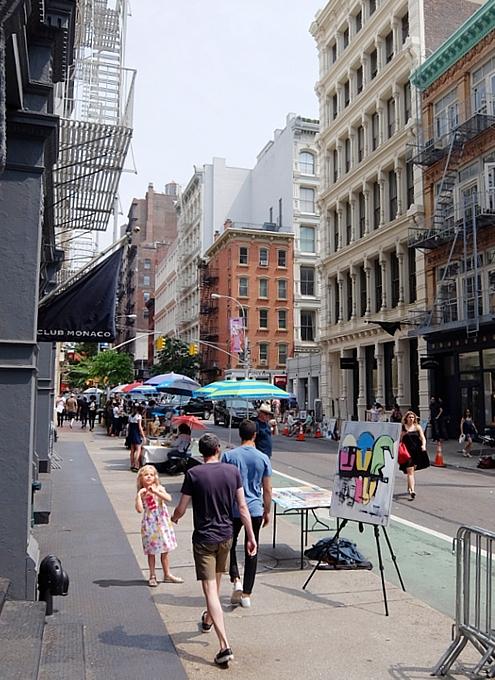 初夏のニューヨーク、SOHOの街角でアート作品を愛でる_b0007805_7512338.jpg