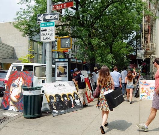初夏のニューヨーク、SOHOの街角でアート作品を愛でる_b0007805_7552337.jpg