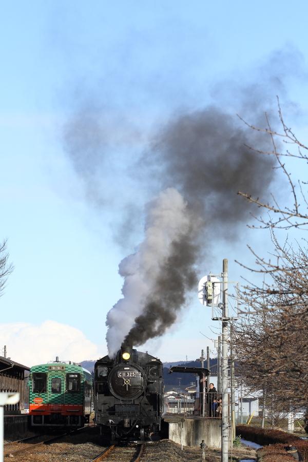 北風に負ける黒煙と北風に打ち勝つ白煙 - 真岡鉄道 -  _b0190710_050479.jpg