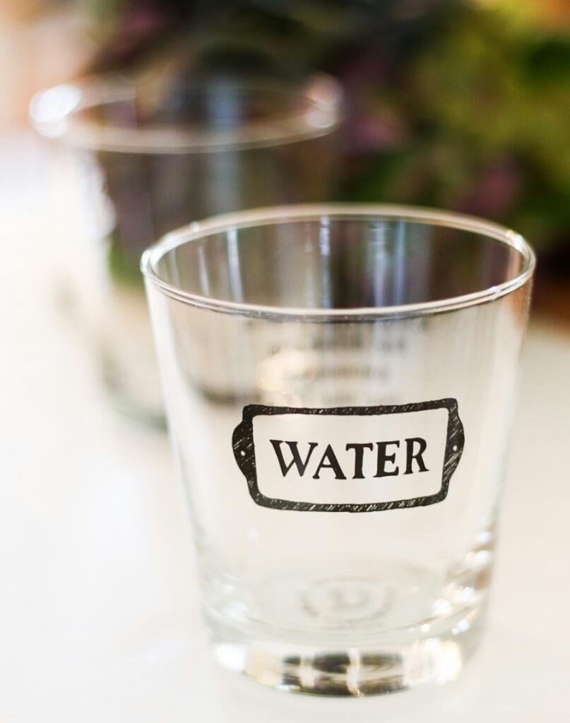 ロゴ入りグラスで飲みすぎる?_c0199544_22573872.jpg