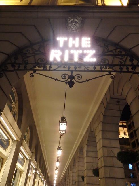 愛しの大英帝国がEU離脱。。。Afternoon Tea at The Ritz。。.♡ *。:☆.。† _a0053662_20252796.jpg