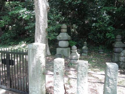 金沢顕時・金沢貞顕の墓 : そこ...