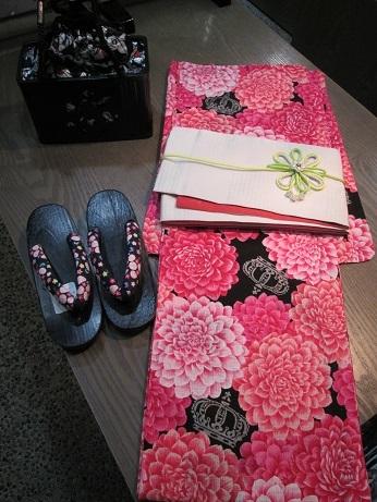 ピンクの大輪のお花柄ゆかた_b0228496_13224279.jpg