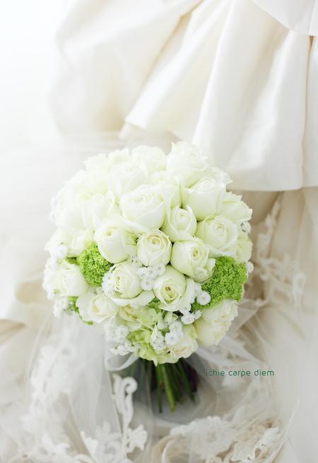 クラッチブーケ アニヴェルセルみなとみらい様へ お色直しの花冠と手作りのブーケ_a0042928_8332488.jpg