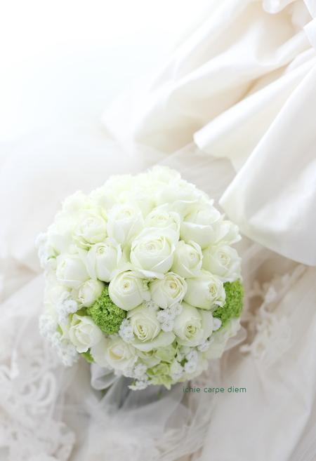 クラッチブーケ アニヴェルセルみなとみらい様へ お色直しの花冠と手作りのブーケ_a0042928_833625.jpg