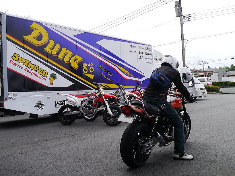 バイク走っています。_f0178858_1135415.jpg