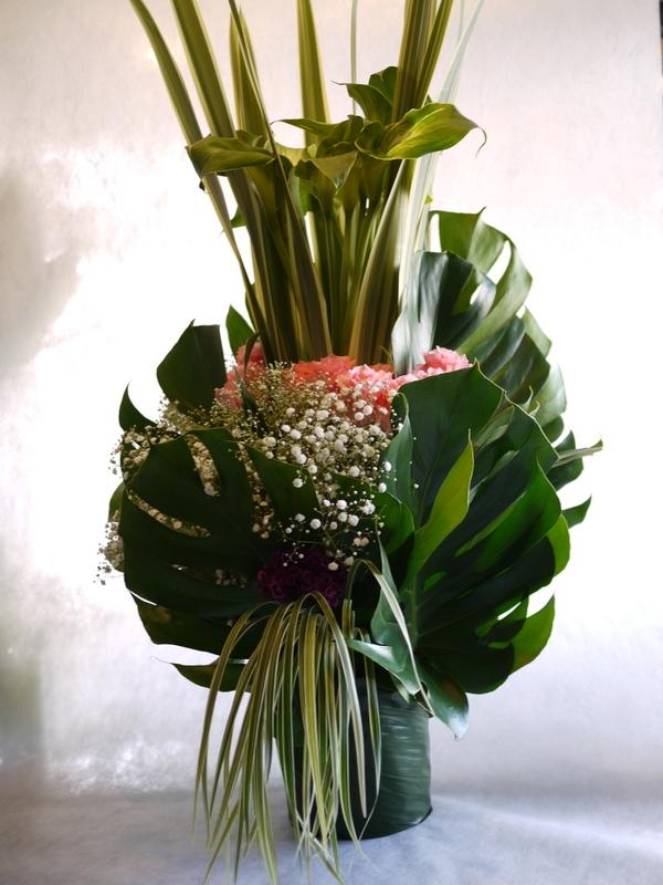 河内家菊水丸さんへのお祝いのお花。大阪のホテルでのパーティー会場に発送。_b0171193_19095820.jpg