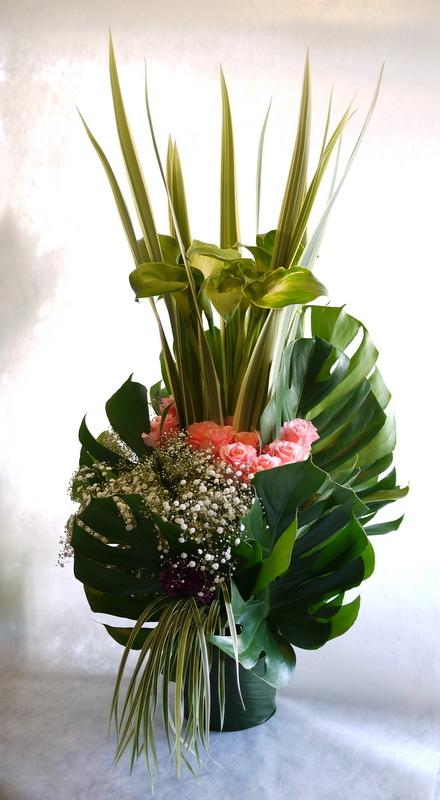 河内家菊水丸さんへのお祝いのお花。大阪のホテルでのパーティー会場に発送。_b0171193_19101790.jpg