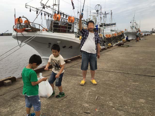 孫たちが秋田港でアジを釣った_f0019498_17245668.jpg